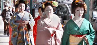 Geisha and Maiko in Gion Kyoto