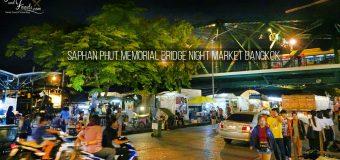 Saphan Phut Memorial Bridge Night Market in Bangkok